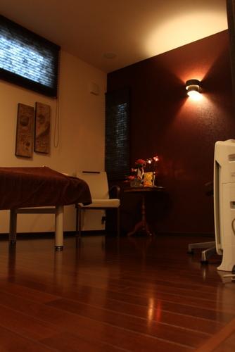 豊橋市整体アロマリンパセラピー肩こり腰痛足のむくみ目の疲れ床暖房アロマルーム